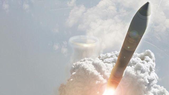 raketa skrenda